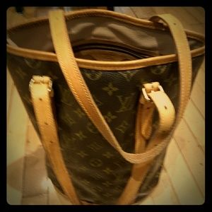 LV bag in excellent condition.